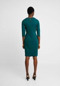 Dorothy Perkins - HARDWEAR PLEAT NECK BODYCON - Etuikleid - green - 3