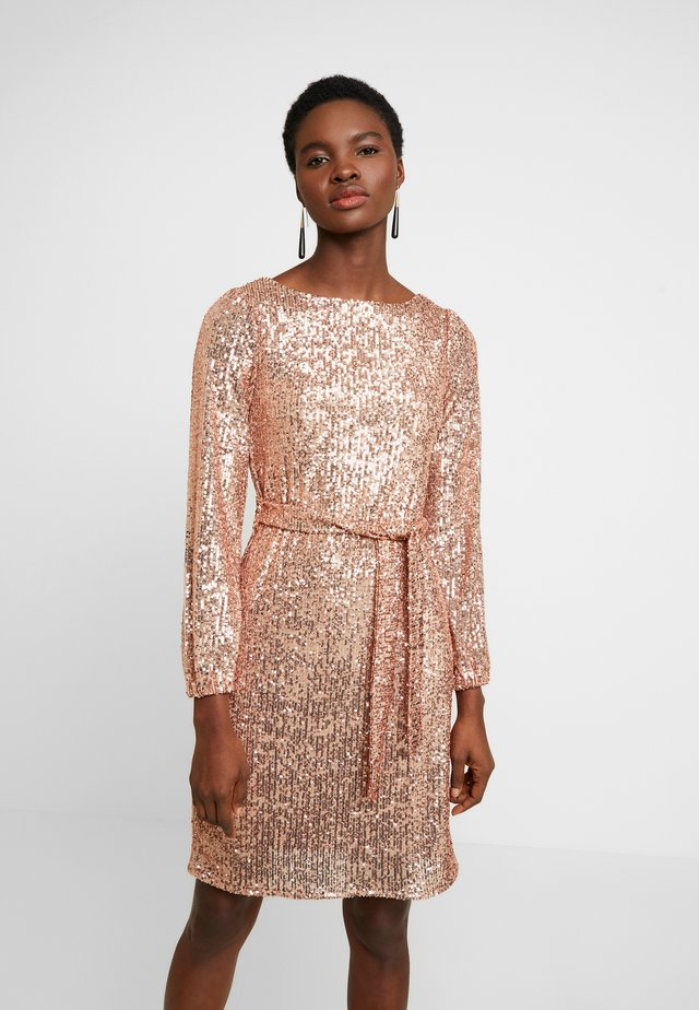 SEQUIN LONG SLEEVE FIT AND FLARE - Sukienka koktajlowa - rose gold