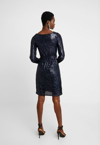 Dorothy Perkins - SEQUIN LONG SLEEVE FIT AND FLARE - Cocktailklänning - navy - 3