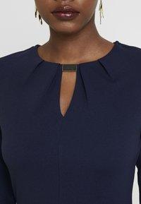 Dorothy Perkins - HARDWEAR PLEAT NECK BODY CON - Vestido de tubo - navy - 6