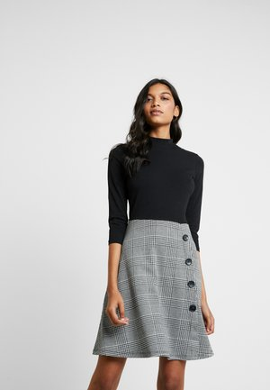 POW CHECK SKIRT DRESS - Vestito di maglina - black