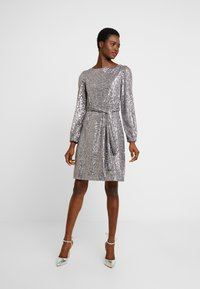 Dorothy Perkins - LONG SLEEVE FIT AND FLARE - Sukienka koktajlowa - silver - 2