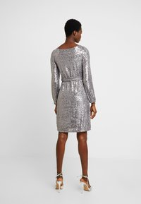 Dorothy Perkins - LONG SLEEVE FIT AND FLARE - Sukienka koktajlowa - silver - 3