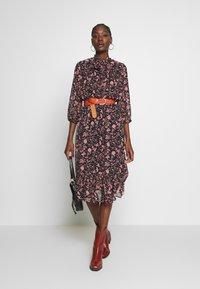 Dorothy Perkins - SHADOW FLORAL PUSSYBOW FRILL HEM DRESS - Kjole - black - 1