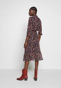 Dorothy Perkins - SHADOW FLORAL PUSSYBOW FRILL HEM DRESS - Kjole - black - 2