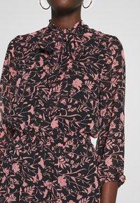Dorothy Perkins - SHADOW FLORAL PUSSYBOW FRILL HEM DRESS - Kjole - black - 5
