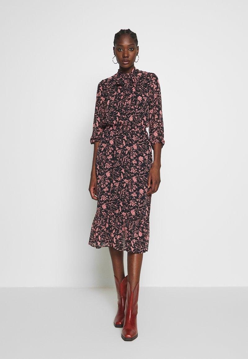 Dorothy Perkins - SHADOW FLORAL PUSSYBOW FRILL HEM DRESS - Kjole - black