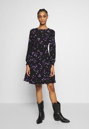 BLACK AND LILAC DITSY EMPIRE FIT AND FLARE DRESS - Sukienka letnia - black