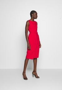 Dorothy Perkins - BELTED WRAP DRESS - Sukienka etui - red - 1