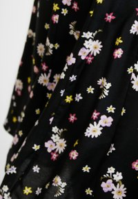 Dorothy Perkins - DITSY THREE QUARTER SLEEVE FIT & FLARE - Korte jurk - black - 5