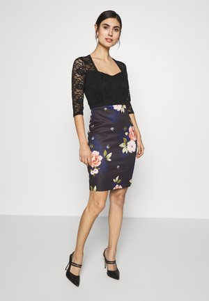 PRINTED BODYCON - Shift dress - black