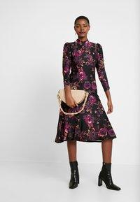 Dorothy Perkins - HIGH NECK MIDI DRESS - Sukienka z dżerseju - purple - 2