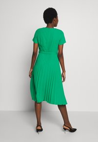 Dorothy Perkins - KEYHOLE PLEATED MIDI DRESS - Day dress - green - 2