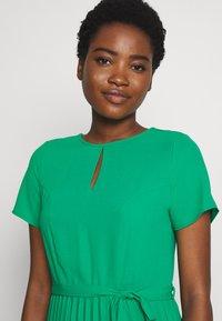Dorothy Perkins - KEYHOLE PLEATED MIDI DRESS - Day dress - green - 3