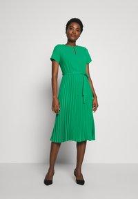 Dorothy Perkins - KEYHOLE PLEATED MIDI DRESS - Day dress - green - 1