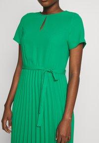 Dorothy Perkins - KEYHOLE PLEATED MIDI DRESS - Day dress - green - 5