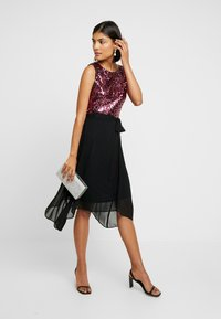 Dorothy Perkins - SEQUIN BODICE FIT AND FLARE MIDI - Juhlamekko - oxblood - 2