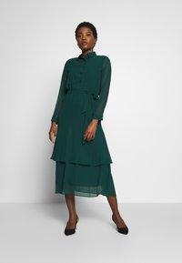 Dorothy Perkins - TIERED SHIRT DRESS - Kjole - green - 0