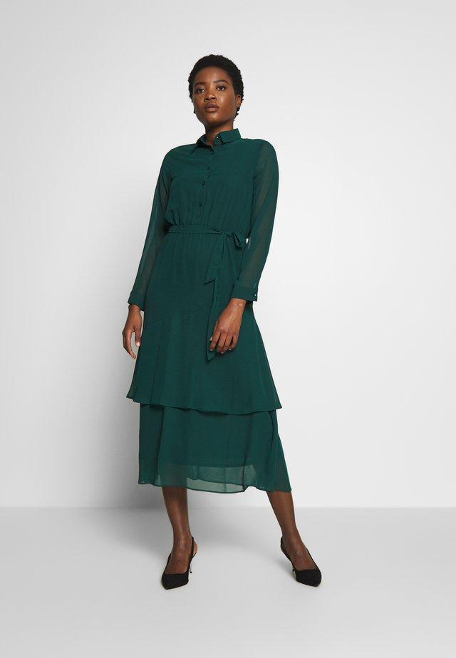 TIERED SHIRT DRESS - Korte jurk - green