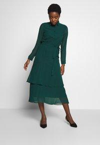Dorothy Perkins - TIERED SHIRT DRESS - Kjole - green - 1