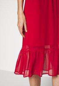 Dorothy Perkins - PLAIN PUSSYBOW FRILL DRESS - Sukienka letnia - red - 5