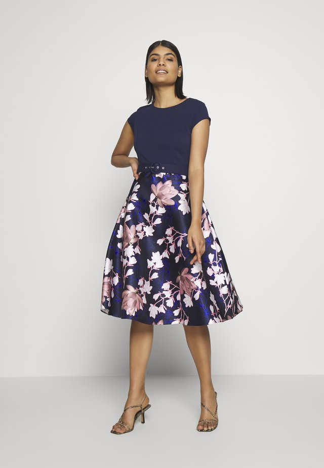 LUXE SOLID BODICE BELTED MIDI DRESS - Cocktail dress / Party dress - blue