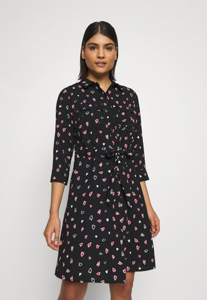 HEART CHANNEL WAIST SHIRT DRESS - Paitamekko - black