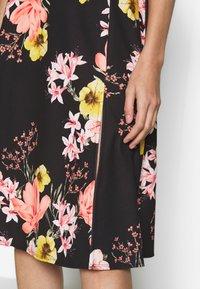 Dorothy Perkins - FLORAL MIDI DRESS - Žerzejové šaty - black - 6