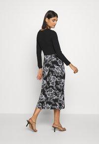 Dorothy Perkins - FLORAL PRINT MIDI DRESS - Sukienka z dżerseju - black - 2
