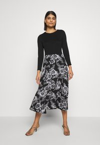 Dorothy Perkins - FLORAL PRINT MIDI DRESS - Sukienka z dżerseju - black - 1