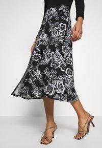 Dorothy Perkins - FLORAL PRINT MIDI DRESS - Sukienka z dżerseju - black - 5