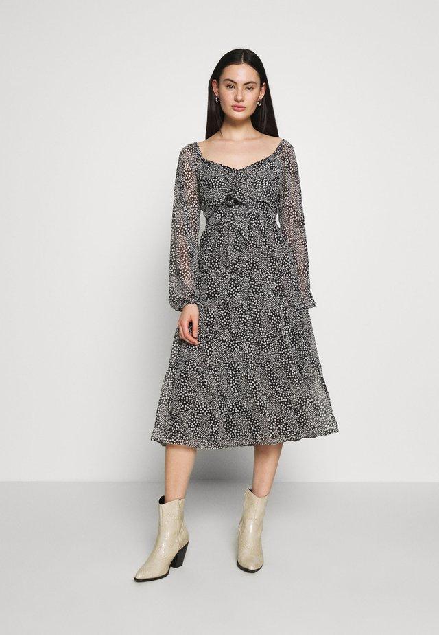 LONG SLEEVE TIE FRONT TIERED DRESS - Robe d'été - black