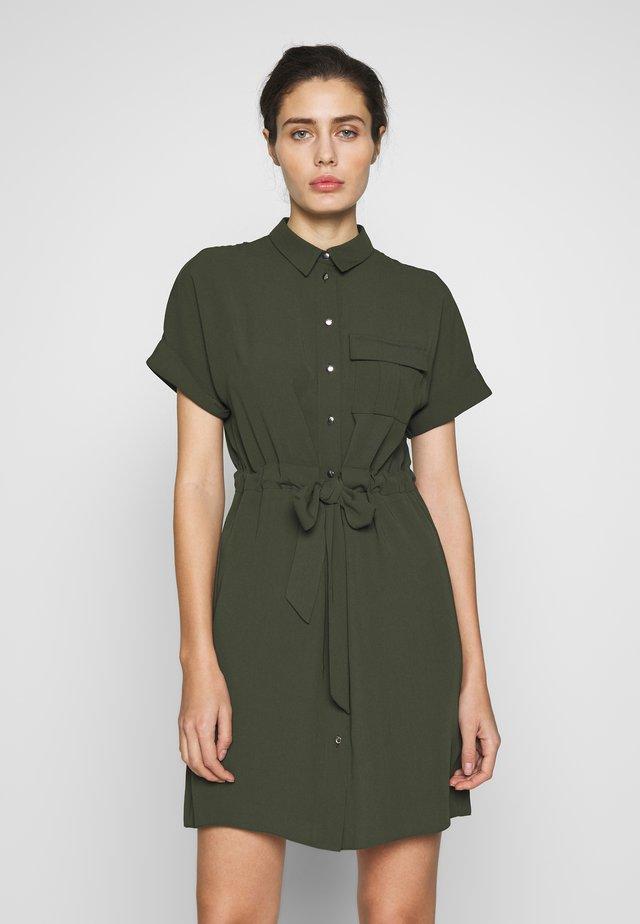 UTILITY DRAWCORD STONE SHIRT DRESS - Shirt dress - khaki