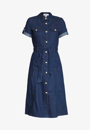 SHORT SLEEVE DRESS - Robe en jean - indigo