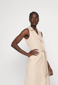 Dorothy Perkins - TUX BELTED PENCIL DRESS - Sukienka letnia - camel - 3