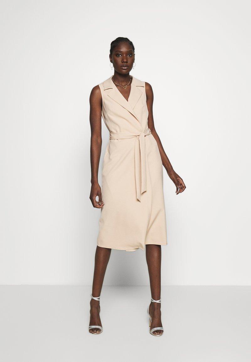 Dorothy Perkins - TUX BELTED PENCIL DRESS - Sukienka letnia - camel
