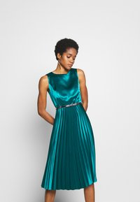 Dorothy Perkins - LUXE BELTED PLEAT MIDI DRESS - Cocktail dress / Party dress - green - 0