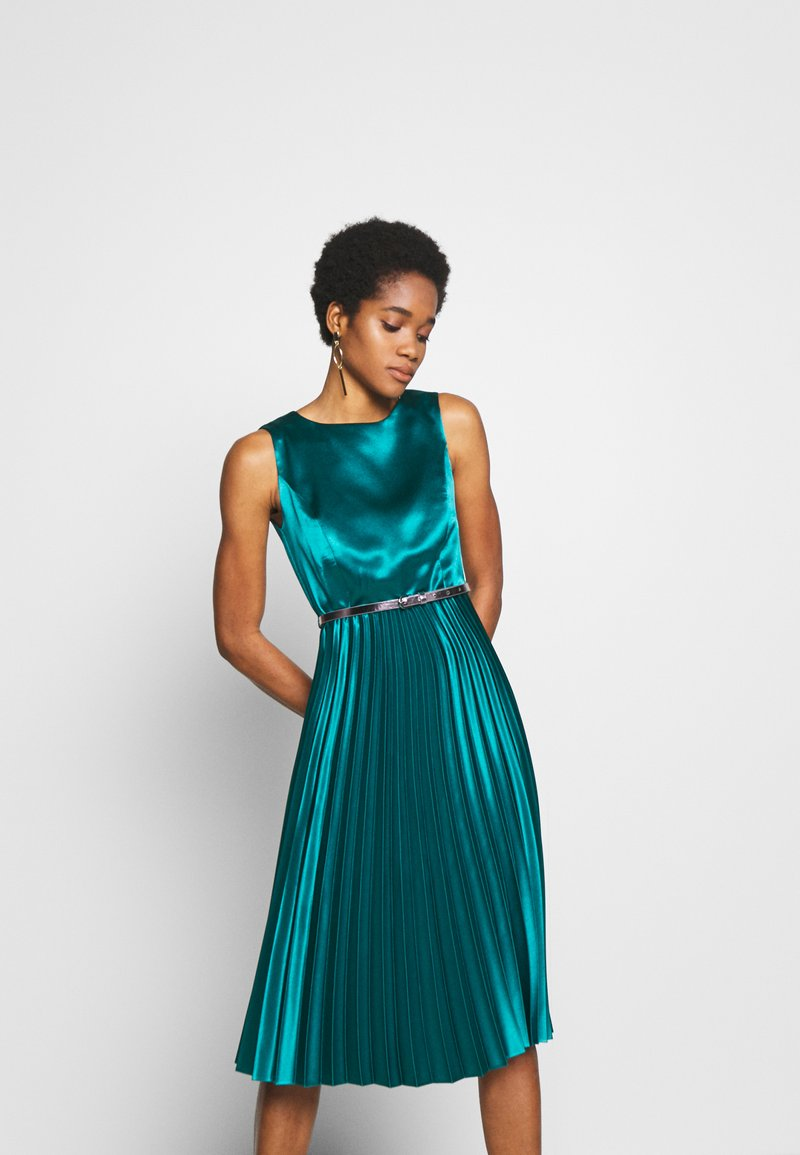 Dorothy Perkins - LUXE BELTED PLEAT MIDI DRESS - Cocktail dress / Party dress - green