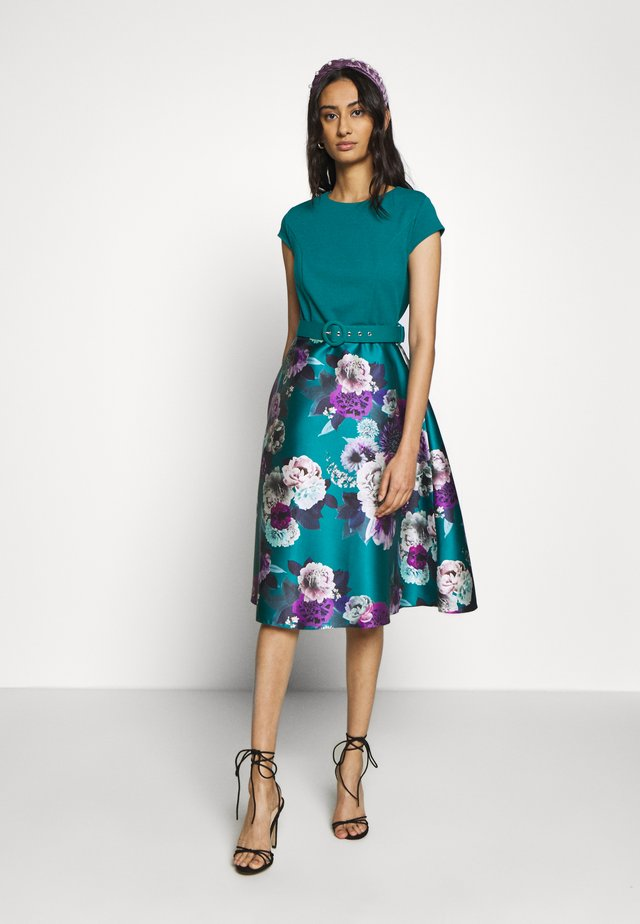 LUXE JADE FLORAL SOLID BODICE BELTED MIDI DRESS - Day dress - green
