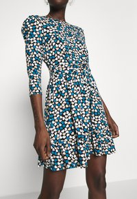 Dorothy Perkins - HEART RUCHED WAIST FIT AND FLARE - Korte jurk - blue - 5