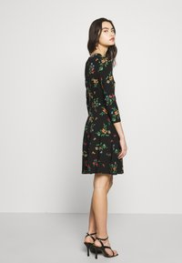 Dorothy Perkins - CREW NECK FIT AND FLARE BIRD FLORAL - Kotelomekko - black - 3