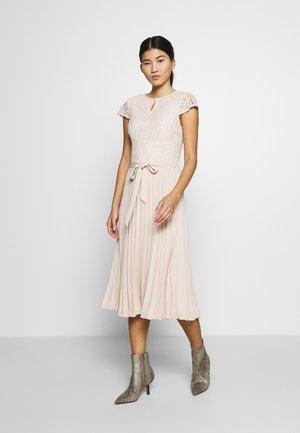 ALICE MIDI DRESS - Denní šaty - nude