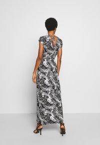 Dorothy Perkins - PALM PRINTROLL SLEEVE DRESS - Robe longue - black - 2