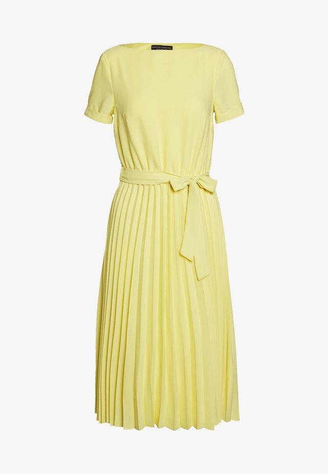 SLEEVE KEYHOLE PLEATED MIDI DRESS - Korte jurk - sunshine yellow