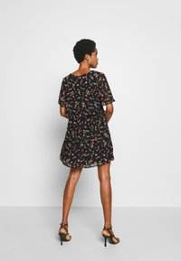 Dorothy Perkins - FLORAL TRIPLE TIER SHORT SLEEVE DRESS - Denní šaty - black - 2