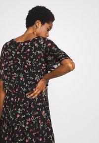 Dorothy Perkins - FLORAL TRIPLE TIER SHORT SLEEVE DRESS - Denní šaty - black - 4