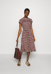 Dorothy Perkins - BILLIE AND BLOSSOM TRIMP DITSY MIDI DRESS - Day dress - pink - 1
