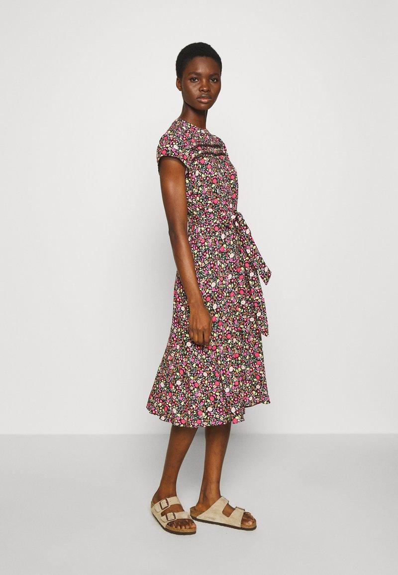 Dorothy Perkins - BILLIE AND BLOSSOM TRIMP DITSY MIDI DRESS - Day dress - pink