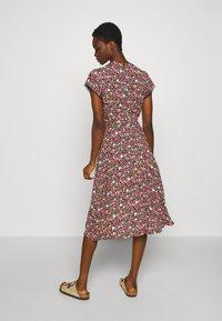 Dorothy Perkins - BILLIE AND BLOSSOM TRIMP DITSY MIDI DRESS - Day dress - pink - 2