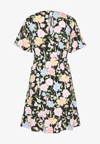 Dorothy Perkins - FLORAL SLEEVE EMPIRE SEAM FIT AND FLARE DRESS - Denní šaty - black - 1